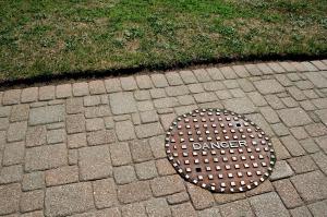 manhole-71627_1280